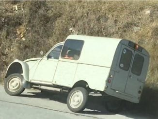 World's craziest 2CV driver in the South of France!